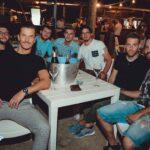 Amici bevuta all'aperto Firenze