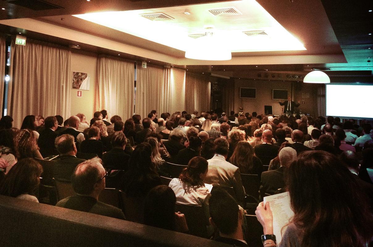 Sale Riunioni Firenze : Sala congressuale per convegni ed eventi aziendali a firenze sud 50